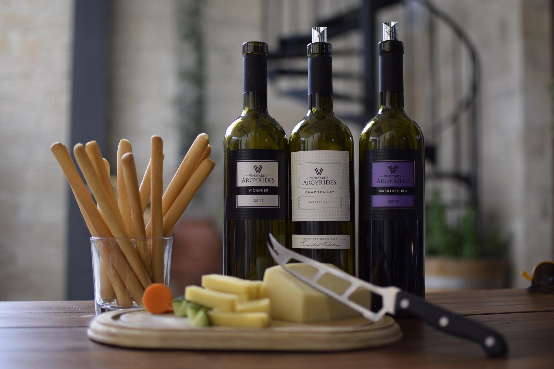 Víno a sýr benzoany