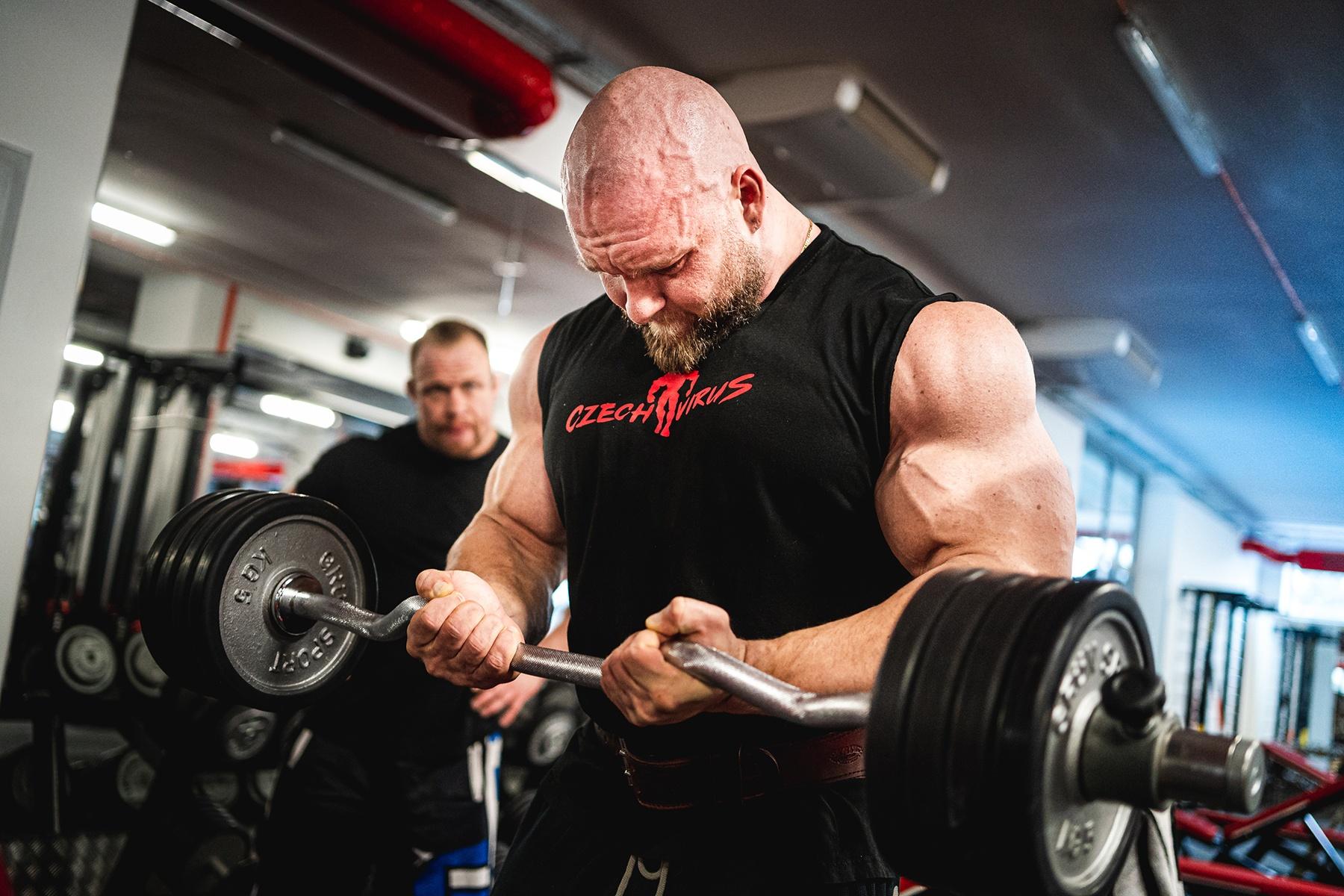 Pavel Beran biceps s ez osou